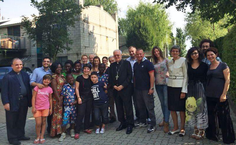 Mons. Nosiglia in visita al Villaggio ENZO B