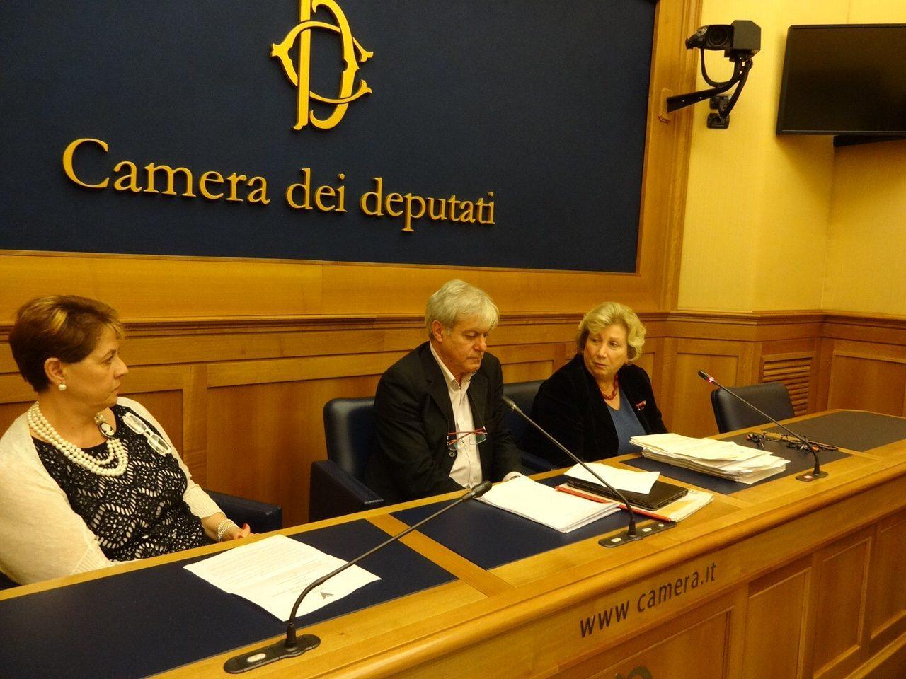 Ripartire dai figli: nella foto Virgilitto, portavoce CEA, Silvia della Monica, presidente CAi e l'On. Edoardo Patriarca